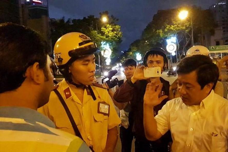 Ông Đoàn Ngọc Hải xin lỗi 2 du khách Ấn Độ bị cướp ở Sài Gòn - Ảnh 1