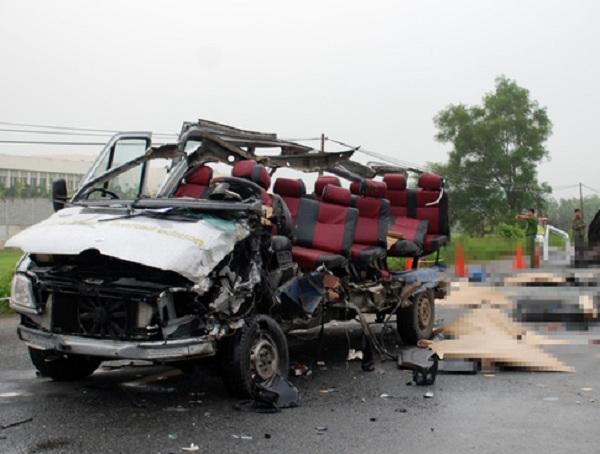 Vụ tai nạn giao thông ở Tây Ninh, 6 người chết: Do tài xế ngủ gật? - Ảnh 1