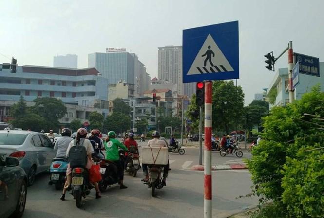 Hà Nội: Nhiều phụ nữ bị dàn cảnh va chạm giao thông để trộm tài sản - Ảnh 1
