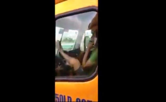"""Video: Tài xế container lái xe bằng chân qua cầu """"tử thần"""" - Ảnh 1"""