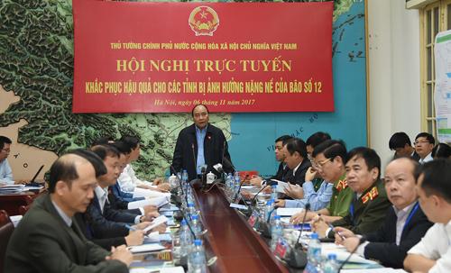 Thủ tướng chủ trì họp khẩn khắc phục hậu quả bão số 12 - Ảnh 1