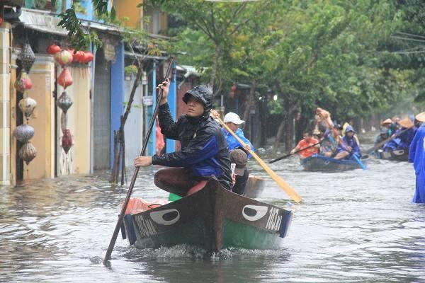 Cảnh báo mưa lũ lịch sử ở nhiều tỉnh miền Trung - Ảnh 1