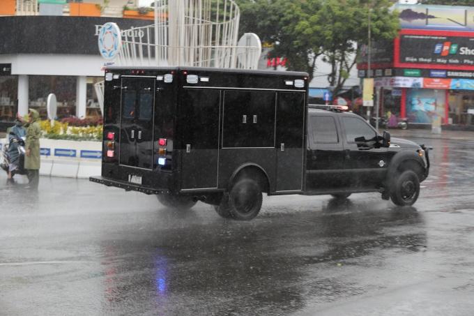 Cận cảnh dàn siêu xe của Tổng thống Trump ở Đà Nẵng - Ảnh 8