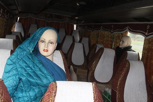 Chuyện lạ: Dùng ma nơ canh giả hành khách để vận chuyển hàng lậu - Ảnh 1