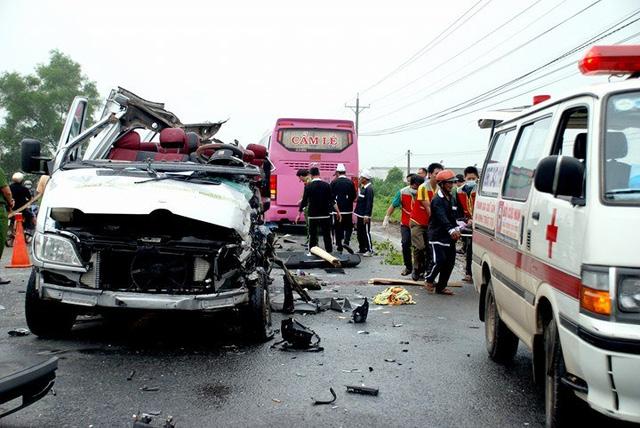 Những vụ tai nạn giao thông thảm khốc năm 2017 - Ảnh 2
