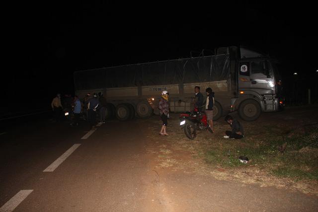 Tai nạn liên hoàn, 1 người chết, 3 người bị thương - Ảnh 1