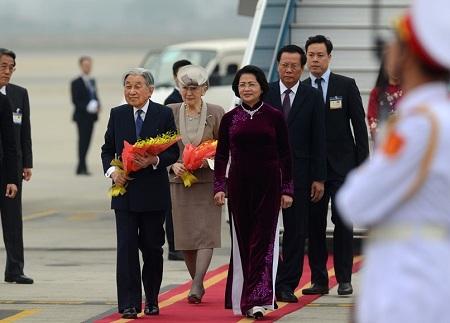 Nhà vua và Hoàng hậu Nhật Bản đến Hà Nội - Ảnh 1