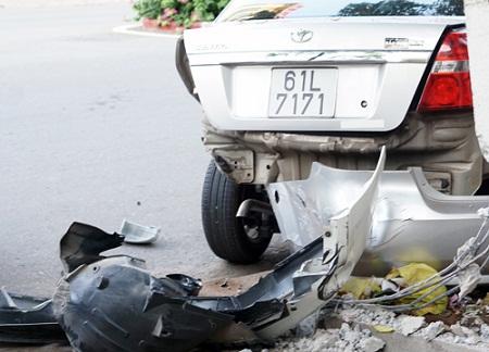 """Gây tai nạn liên hoàn rồi bỏ chạy, ô tô Range Rover bị """"hiệp sĩ"""" truy đuổi - Ảnh 1"""