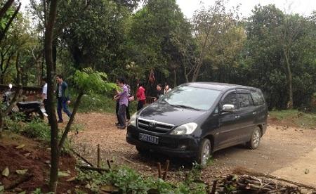 Bộ Nội vụ làm rõ vụ cán bộ huyện dùng xe biển xanh đi lễ chùa - Ảnh 1