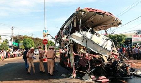 Vụ tai nạn giao thông ở Gia Lai, 13 người chết: Tài xế xe tải vẫn trong cơn nguy kịch - Ảnh 1