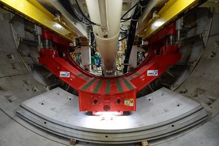 Robot 300 tấn đang xuyên lòng đất Sài Gòn, làm tuyến Metro số 1 - Ảnh 1