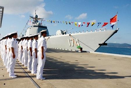 Tàu chiến Trung Quốc diễn tập bắn đạn thật trên biển Địa Trung Hải - Ảnh 1