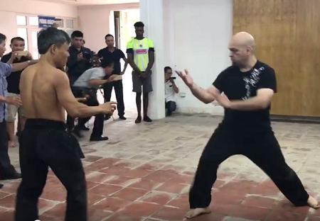 Cao thủ Vịnh Xuân Flores hạ võ sư Đoàn Bảo Châu trong 2 phút - Ảnh 1