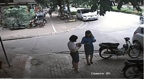 Vụ Phó Chủ tịch quận Thanh Xuân đậu xe ăn bún: Lòng đường của ai? - Ảnh 2