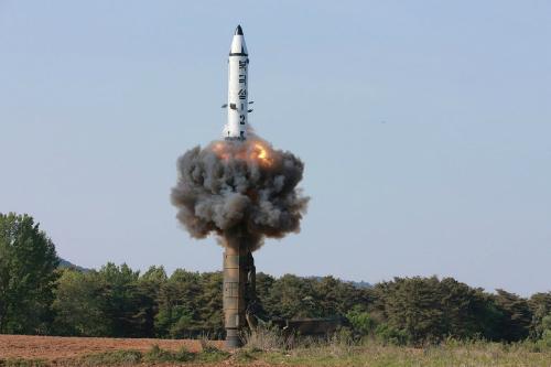 Giới chức Mỹ dự đoán Triều Tiên có thể sở hữu ICBM vào năm 2018 - Ảnh 1