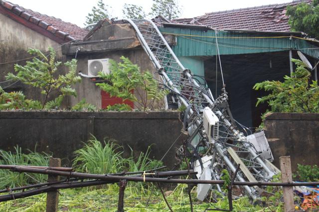 Bão số 10 quật ngã tháp truyền hình cao 100 m ở Hà Tĩnh - Ảnh 3