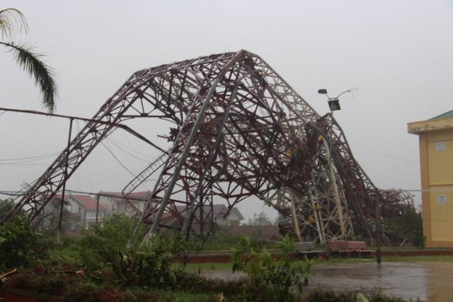 Bão số 10 quật ngã tháp truyền hình cao 100 m ở Hà Tĩnh - Ảnh 1