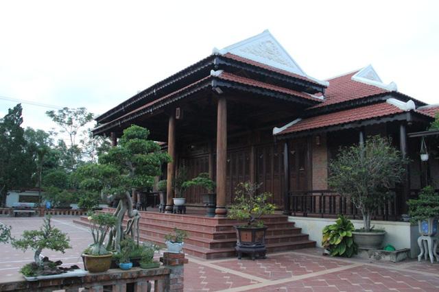 Choáng trước căn nhà 80m3 gỗ quý của Chi cục trưởng kiểm lâm Quảng Trị - Ảnh 2