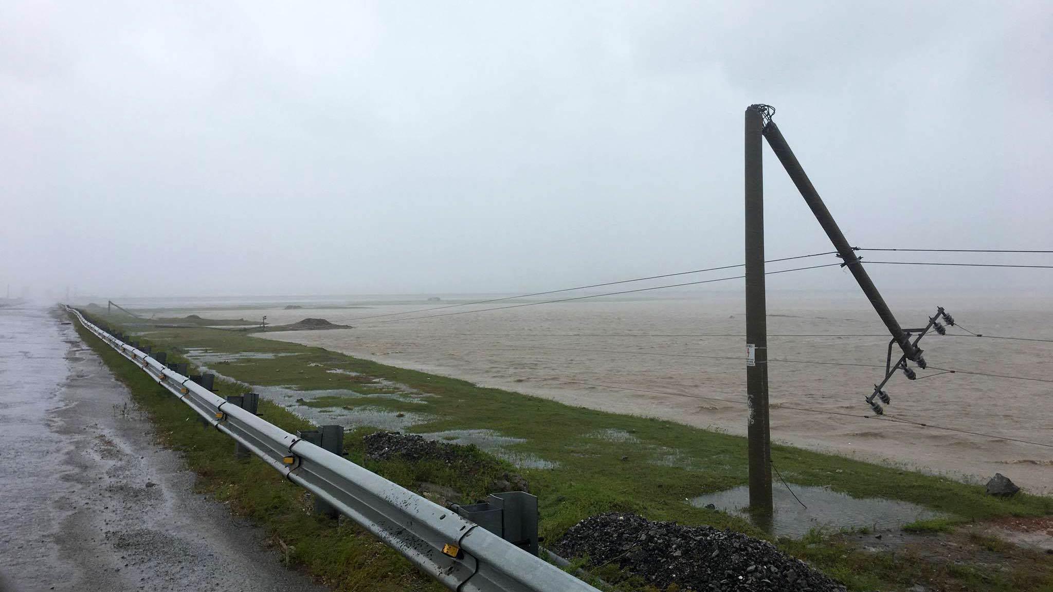 Các địa phương bị ảnh hưởng do bão số 10 có điện trở lại - Ảnh 1