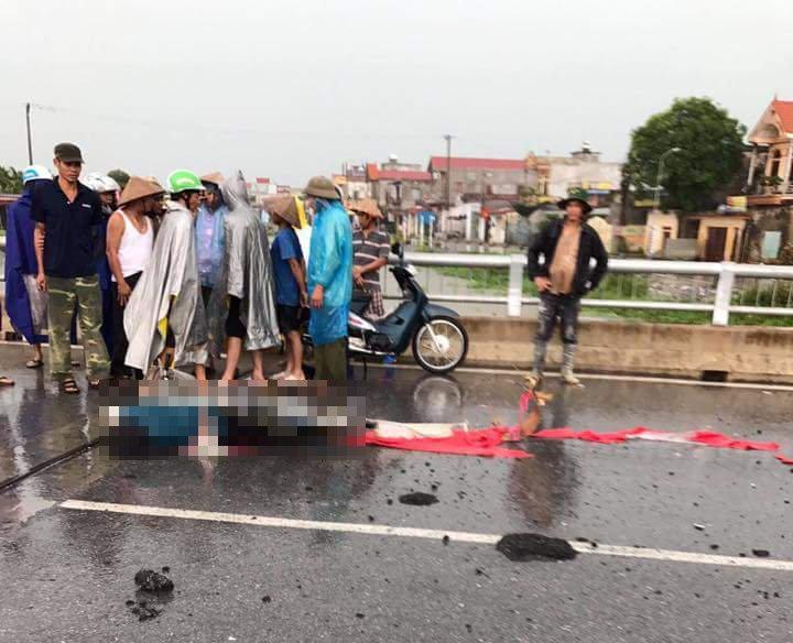 Một phụ nữ bị sét đánh chết khi đi qua cầu - Ảnh 1