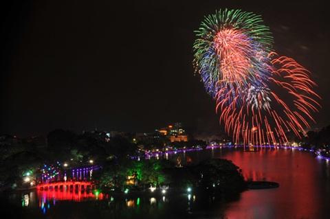 Tết Nguyên Đán 2018: Hà Nội bắn pháo hoa tại 30 điểm vào đêm giao thừa - Ảnh 1