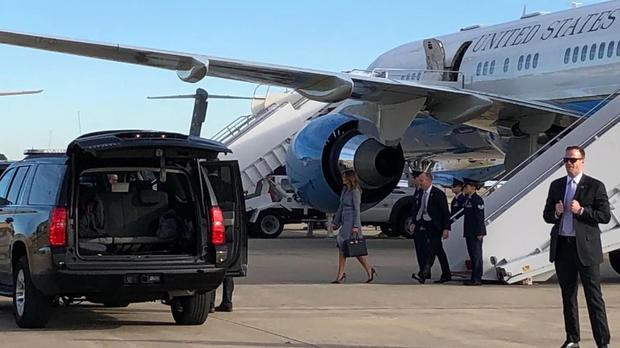 Máy bay chở đệ nhất phu nhân Mỹ hạ cánh khẩn cấp do bốc khói trong cabin - Ảnh 1