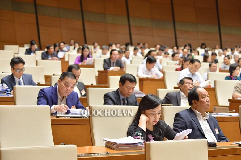 Bộ trưởng Phùng Xuân Nhạ nhận trách nhiệm vụ học sinh viết, vẽ vào SGK gây lãng phí - Ảnh 1