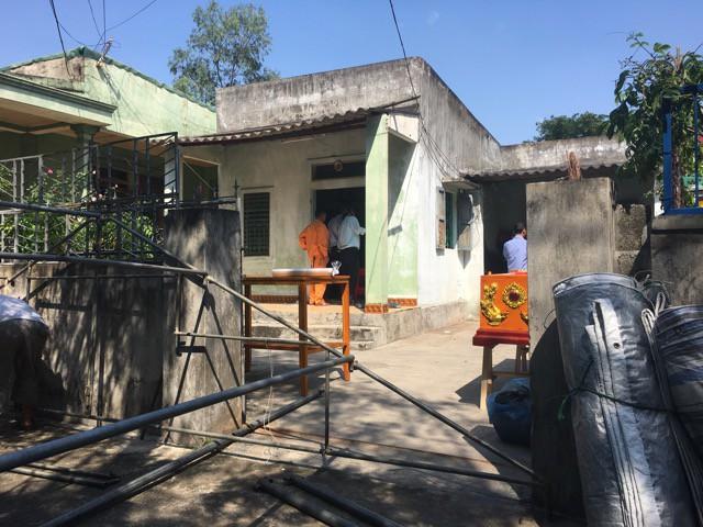 Điều tra vụ nữ sinh lớp 11 tử vong trong tư thế treo cổ tại nhà riêng - Ảnh 1