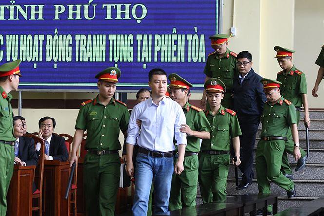 Những hình ảnh đầu tiên của cựu tướng Phan Văn Vĩnh và 91 đồng phạm hầu tòa - Ảnh 7