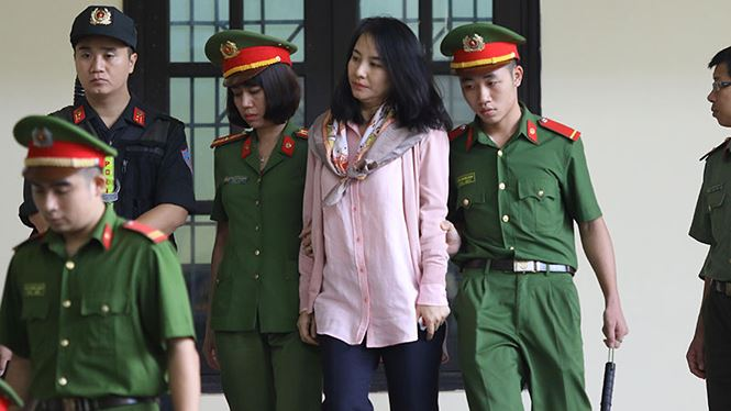 Những hình ảnh đầu tiên của cựu tướng Phan Văn Vĩnh và 91 đồng phạm hầu tòa - Ảnh 8
