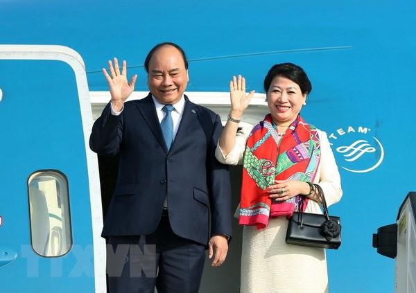 Thủ tướng Nguyễn Xuân Phúc lên đường dự Hội nghị Cấp cao ASEAN 33 - Ảnh 1