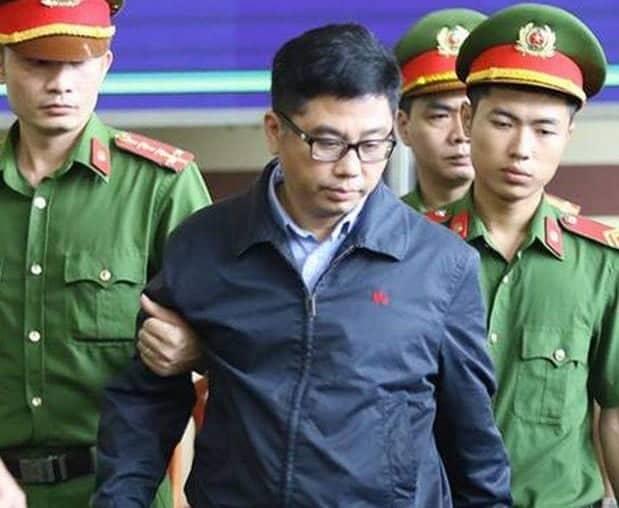 Xét xử ông Phan Văn Vĩnh: Hé lộ những cá nhân, tổ chức tiếp tay cho đường dây đánh bạc nghìn tỷ - Ảnh 2
