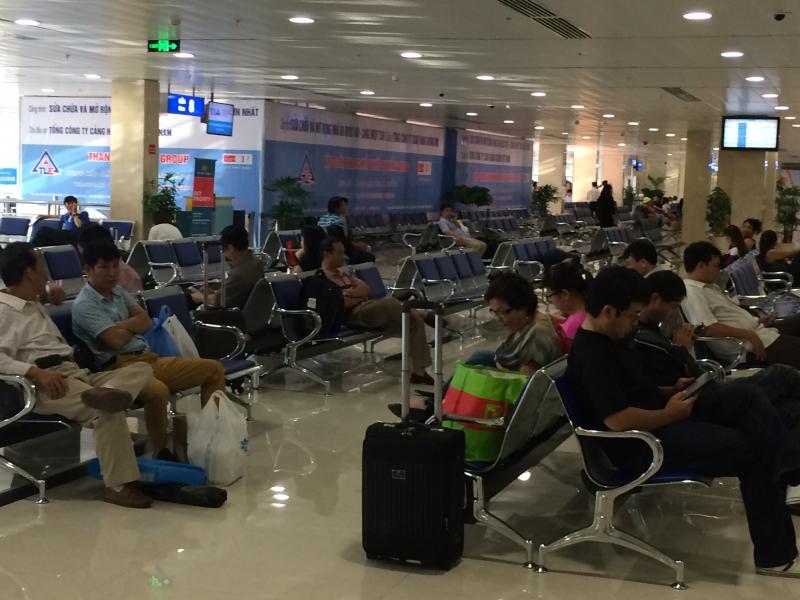Khách nước ngoài bị kẹt ở sân bay Tân Sơn Nhất gần 2 tháng vì dùng hộ chiếu giả - Ảnh 1