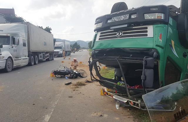 Tin tai nạn giao thông mới nhất ngày 19/11/2018: 2 mẹ con thương vong trên đường đi đám cưới về - Ảnh 2