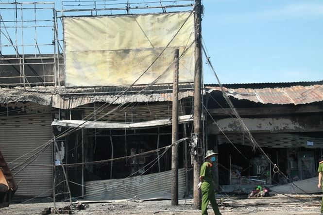 Vụ xe bồn bốc cháy ở Bình Phước: Người đàn ông đau đớn cùng cực vì mất vợ và 2 con - Ảnh 1