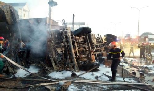 Vụ xe bồn bốc cháy làm 6 người chết ở Bình Phước: Ám ảnh vì thi thể bé trai khoảng 5 tuổi - Ảnh 1