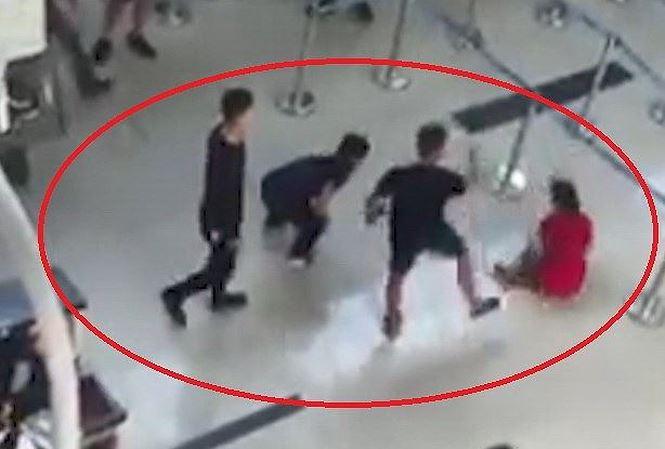 Nhân viên Vietjet Air bị hành hung: An ninh sân bay đứng nhìn? - Ảnh 1