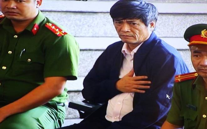 Ông Phan Văn Vĩnh, Nguyễn Thanh Hóa phải vào phòng y tế khi ra nghe tuyên án - Ảnh 3