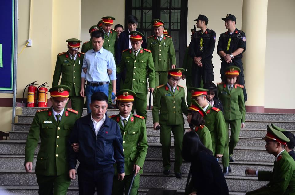 Ông Phan Văn Vĩnh, Nguyễn Thanh Hóa phải vào phòng y tế khi ra nghe tuyên án - Ảnh 4