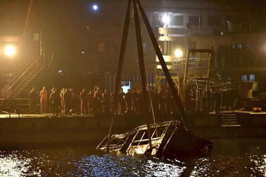 Trung Quốc: Tai nạn kinh hoàng ở trạm thu phí, ít nhất 15 người chết - Ảnh 2