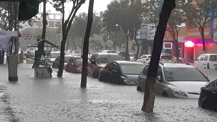 Giải mã nguyên nhân Đà Nẵng và các tỉnh miền Trung mưa to bất thường - Ảnh 1