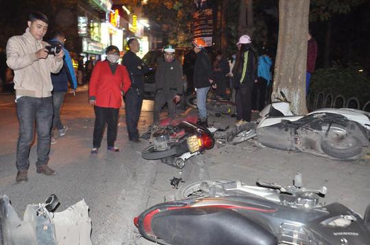Vụ xe Lexus gây tai nạn liên hoàn ở Hà Nội: 5 nạn nhân đang điều trị tại Bệnh viện Việt Đức - Ảnh 1