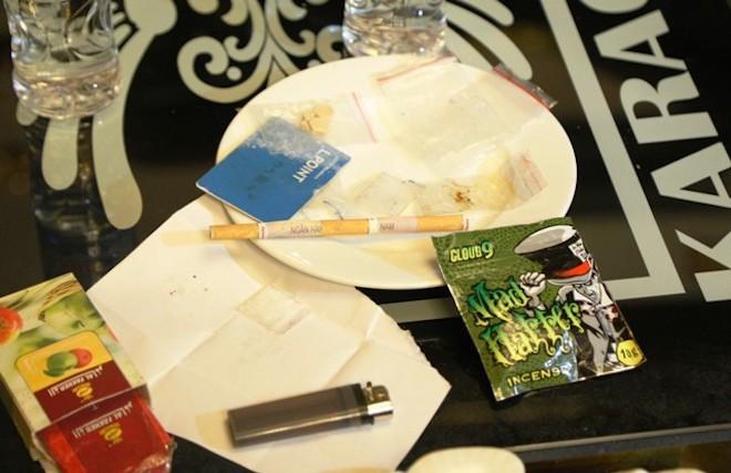 """Tình tiết sốc vụ """"tiệc ma túy"""" ở Hà Tĩnh: Cô giáo đưa 10 viên ma túy vào quán karaoke - Ảnh 2"""