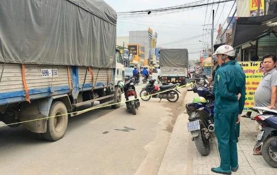 Tin tai nạn giao thông mới nhất ngày 8/12/2018: Container lật nghiêng đè chết 2 cô gái 9X - Ảnh 3