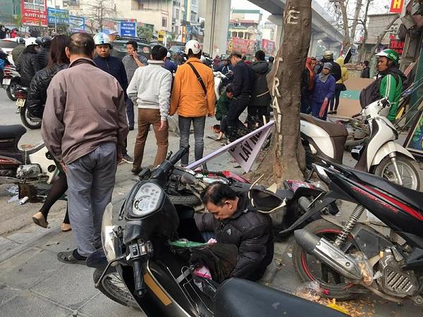 Xe Camry gây tai nạn liên hoàn trên phố Hà Nội chiều 28 Tết - Ảnh 3