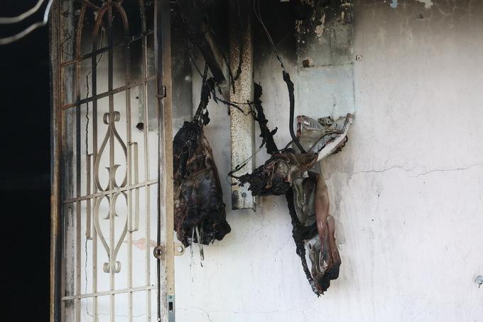 Ảnh khám nghiệm hiện trường vụ án mạng cháy biệt thự cổ, 5 người chết ở Đà Lạt - Ảnh 5