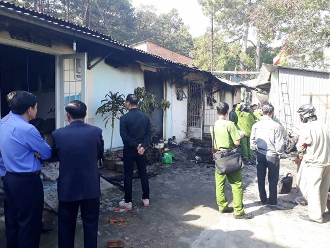 Ảnh khám nghiệm hiện trường vụ án mạng cháy biệt thự cổ, 5 người chết ở Đà Lạt - Ảnh 7