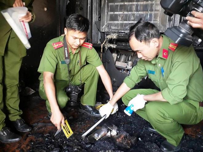 Ảnh khám nghiệm hiện trường vụ án mạng cháy biệt thự cổ, 5 người chết ở Đà Lạt - Ảnh 1