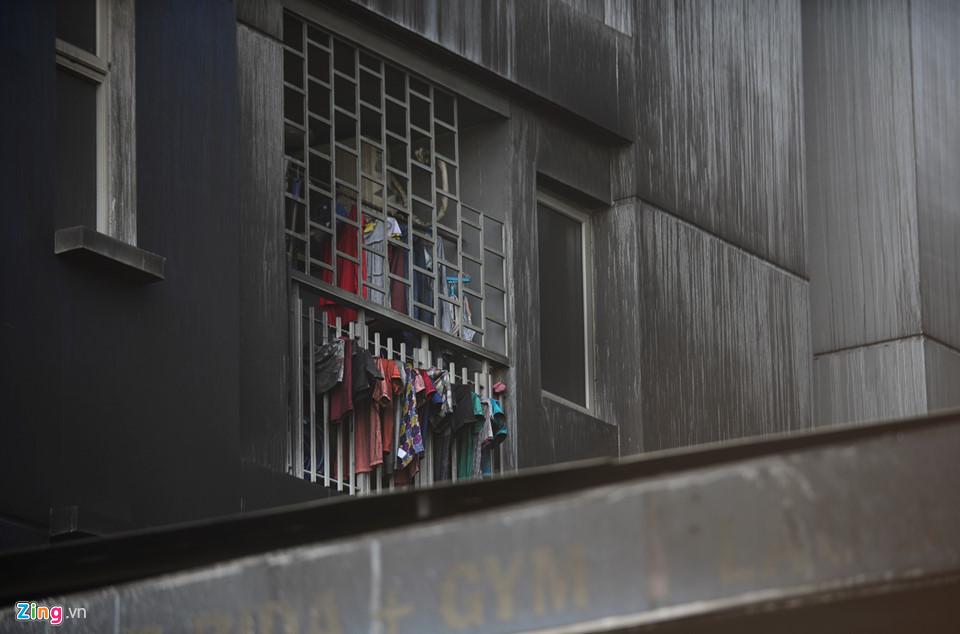 Hiện trường vụ cháy chung cư ở Sài Gòn, 13 người chết - Ảnh 7