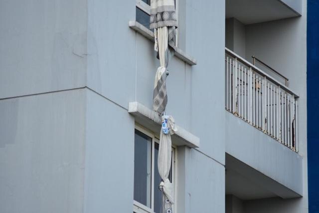 Hiện trường vụ cháy chung cư ở Sài Gòn, 13 người chết - Ảnh 6